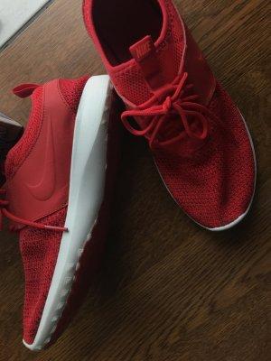 Rote Nike Juvenate Sneaker