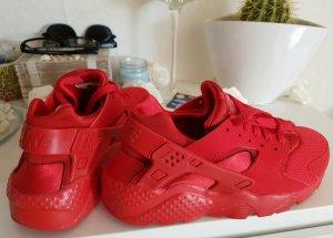 Rote Nikes neu......