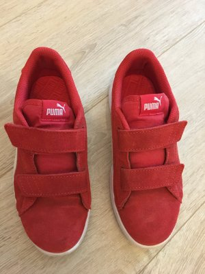 Rote Puma Sneakers