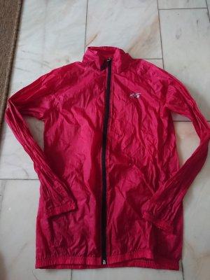 Rote Regenjacke