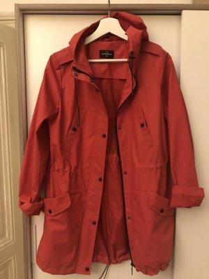 Rote Regenjacke von c&a