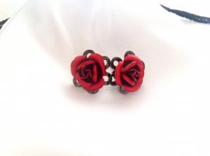 Rote Rosen Ohrstecker