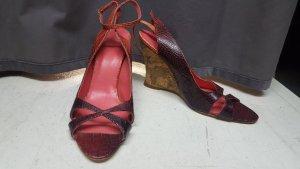 rote Sandalen mit Holzabsatz