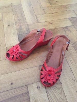 Rote Sandalen mit Keilabsatz und Leder-Fußbett, Gr. 42