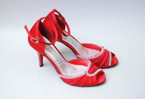 Rote Satin Tanzschuhe mit Strass