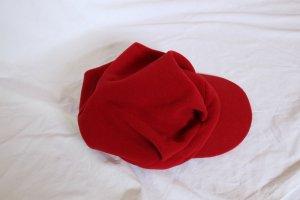 rote Schirmmütze in Fleece-Optik