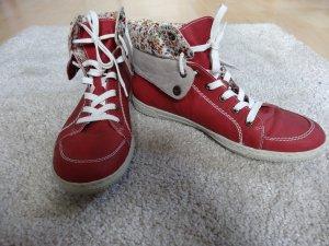 Rote Schnürschuhe von Rieker