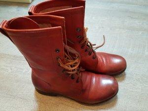 rote Schnürstiefel, italienische Stiefel