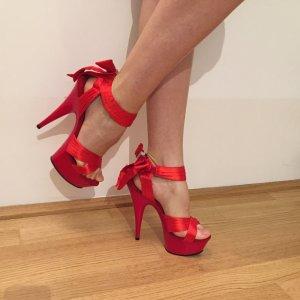 rote Schuhe Marke Pleaser
