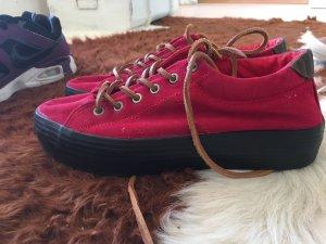 Rote Schuhe mit Plateau