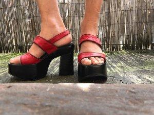 Rote Schuhe mit Plateau aus den 90ern
