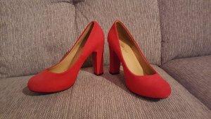 Rote Schuhe von Buffalo