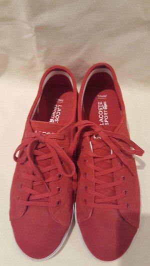 Rote Schuhe von Lacoste