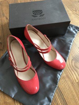 Rote Schuhe von Navyboot