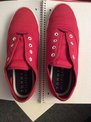 Rote Sneaker ohne Schnürung von Tommy Hilfiger