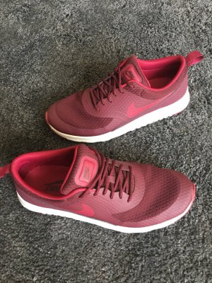 Rote Sneaker von Nike
