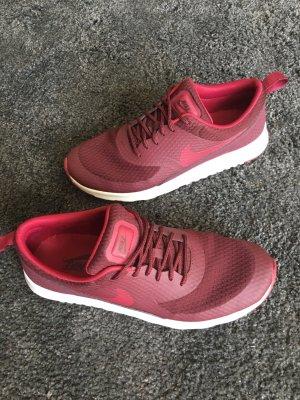 Nike Basket à lacet bordeau-rouge carmin