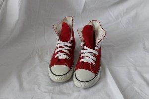 Rote Sneaker von Tamaris