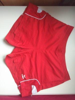 rote Sporthose von Erima