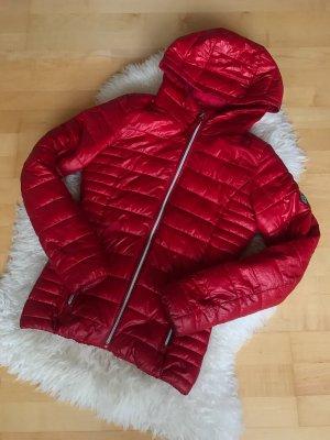 Rote Stepp Jacke
