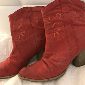 Rote Stiefeletten Cowboy Style