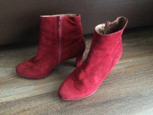 Rote Stiefeletten von Peter Kaiser