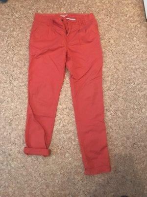 Rote Stoffhose, als 7/8 Hose tragbar
