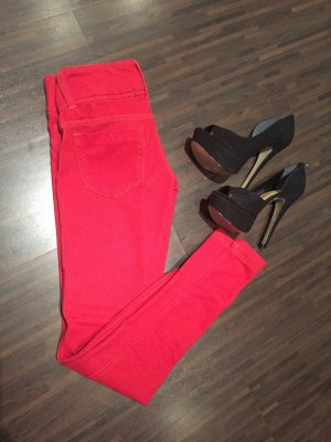 Rote Strechhose aus Baumwolle