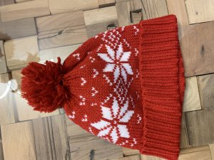 Charles Vögele Knitted Hat red-white polyacrylic