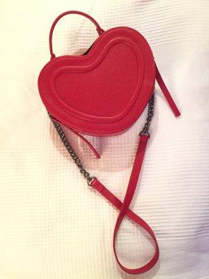 Rote Tasche in Herzform