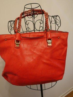 rote Tasche in Lederimitat