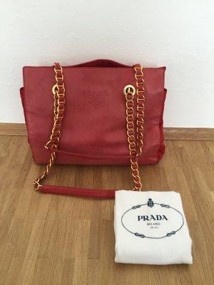 Rote Tasche mit Kettenhenkel von Prada