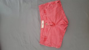 Rote usedlook Hotpants