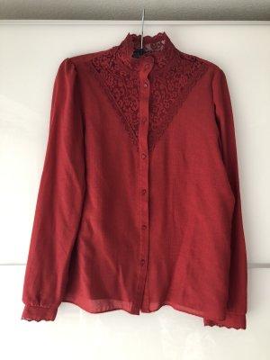 Rote Vintage-Bluse mit Spitze