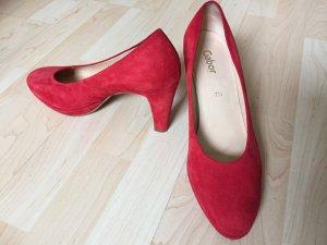 Rote Wildlederschuhe von Gabor