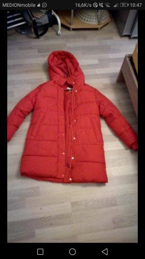 rote winter jacke