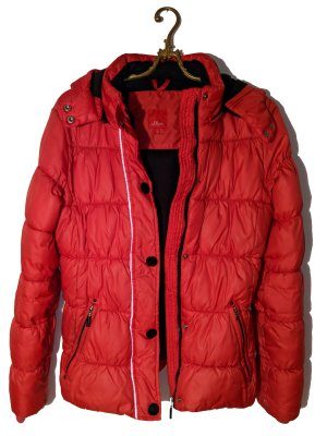 Rote Winterjacke s.Oliver