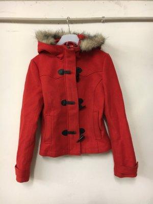 Rote Winterjacke zu verkaufen