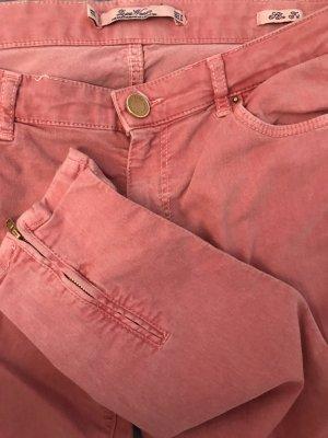 Rote Zara Jeans mit Reisverschlüssen am Bein