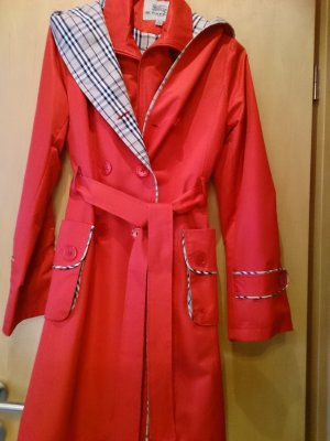 Roten Mantel Burberry