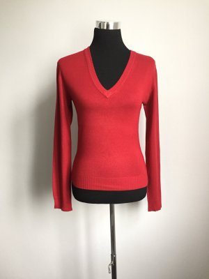 Roter Basic-Pullover