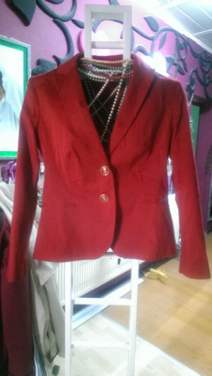 roter Blazer in 40. Herbstmode