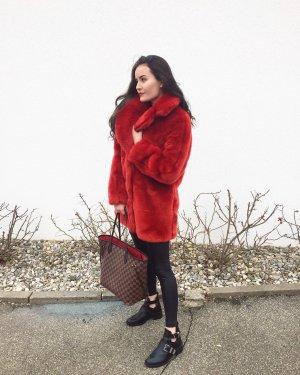 Roter Fake-Fur Mantel