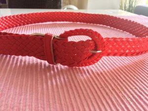 Roter Flechtgürtel