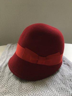 Sombrero de fieltro carmín