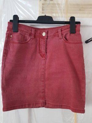 Roter Jeansrock