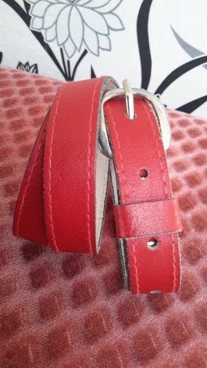 Cinturón de cuero rojo ladrillo