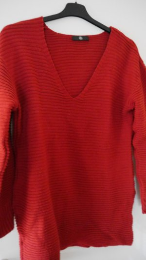 roter Oversize-Pulli