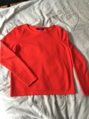 Roter Pullover luxury edition