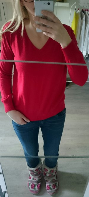 roter Pullover Mango